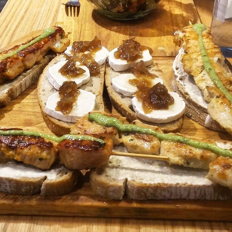 Meson El Minutejo Toasts